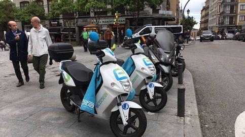 Las motos de alquiler invaden tu calle sin pagar (y el Ayuntamiento no piensa regularlo)