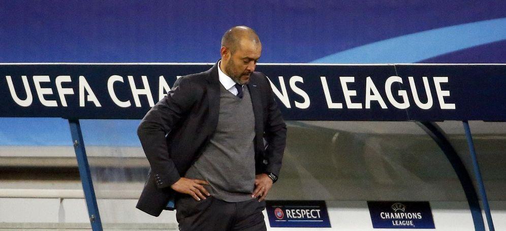 Foto: Imagen de un cabizbajo durante el Gante-Valencia de Chanpions League (Reuters)