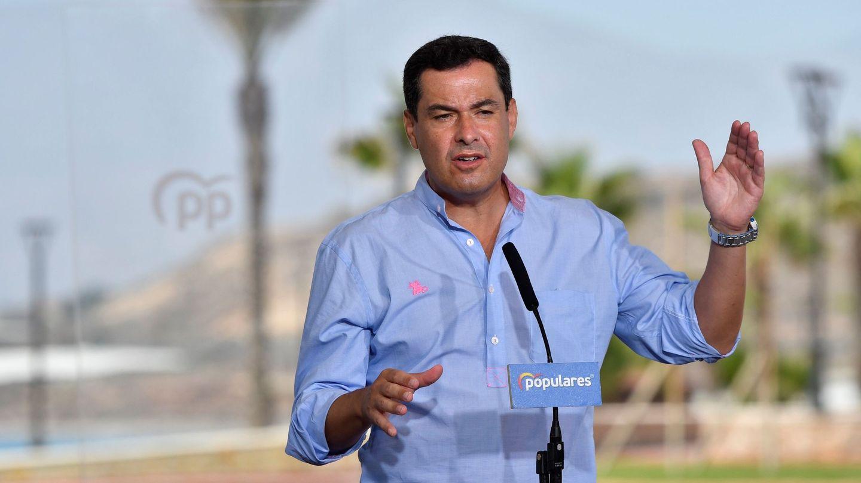 El presidente andaluz en Balanegra (Almería). (EFE)