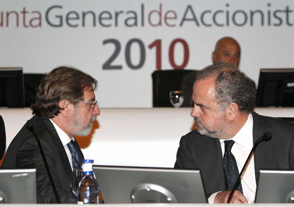 Foto: Juan Luis Cebrián e Ignacio Polanco en la junta general de accionistas de Prisa de 2010 (EFE)
