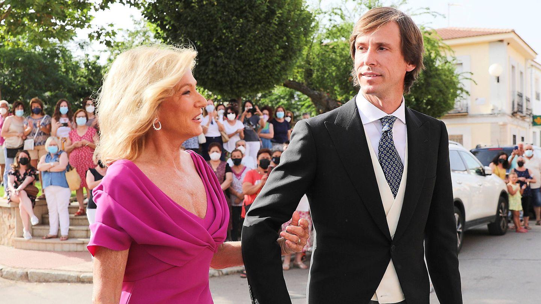 Miriam Lapique y Felipe Cortina, en la boda de Felipe el pasado 10 de julio. (Limited Pictures)