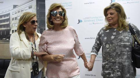 María Teresa Campos recibe, muy sonriente, el alta médica