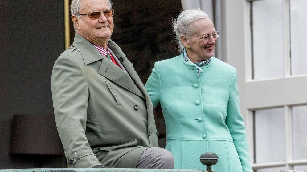 Foto: La reina Margarita y el príncipe Enrique en una imagen de archivo. (Gtres)