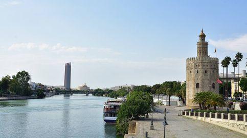 Andalucía suma más de 5.900 casos con los hospitales en alerta y la tasa, en 678