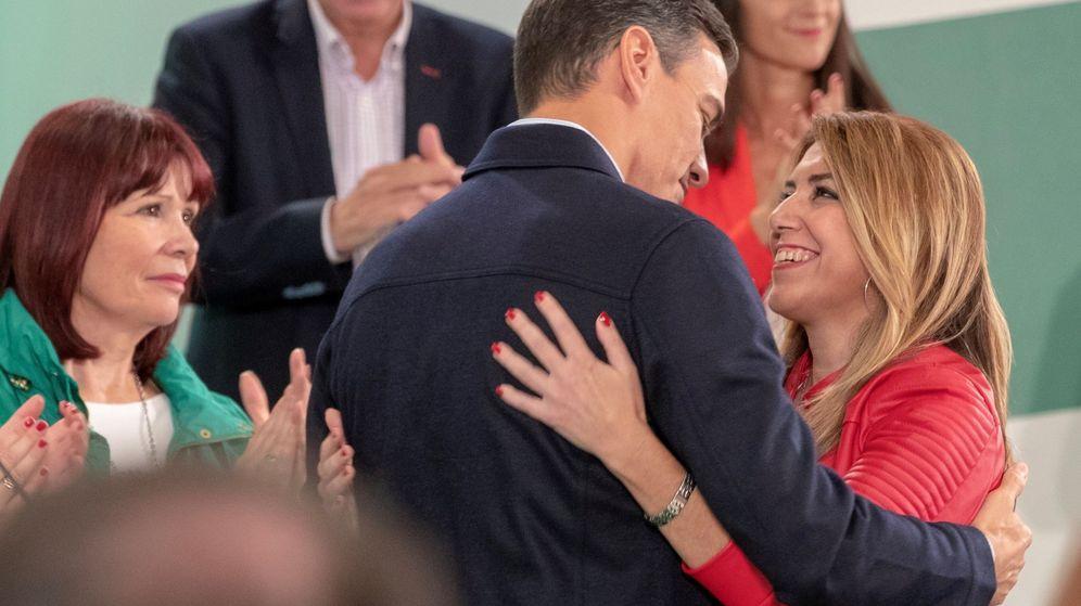 Foto: La presidenta andaluza, Susana Díaz, y el presidente del Gobierno, Pedro Sánchez, se saludan tras la reunión del comité director del PSOE-A. (EFE)