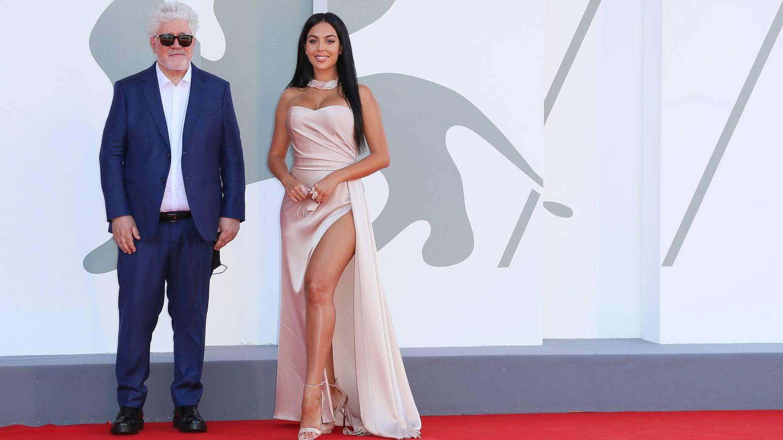 Pedro Almodóvar y Georgina Rodríguez. (Getty)