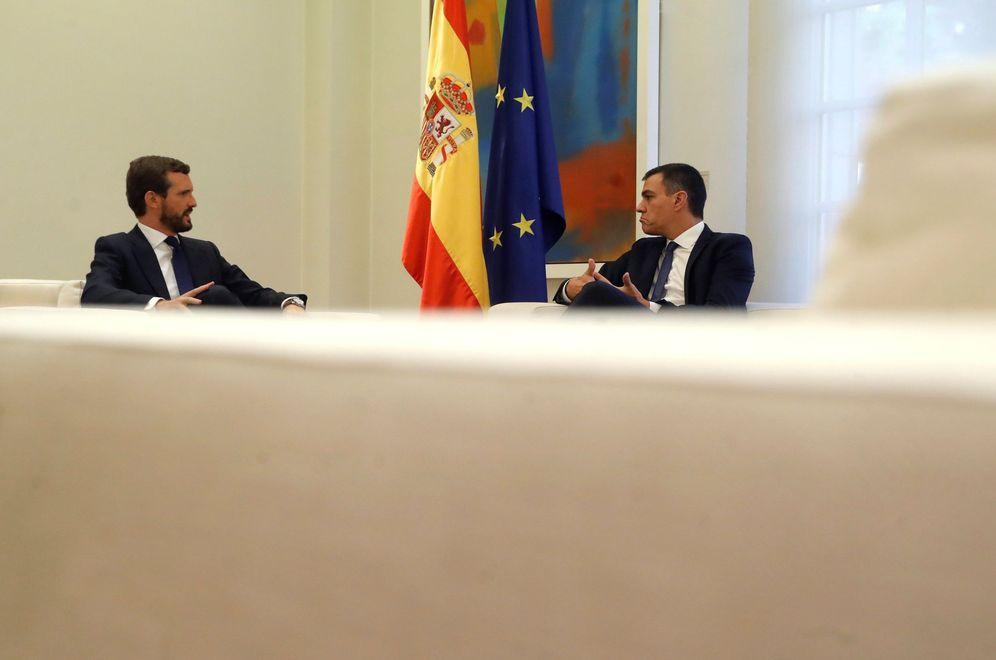 Foto: Pedro Sánchez y Pablo Casado, durante su reunión este 16 de octubre en la Moncloa. (EFE)