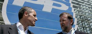 Aznar irrumpe en el Congreso con un gesto de desprecio a Rajoy que no pasa inadvertido
