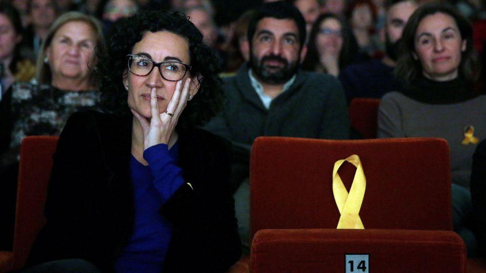 Foto: La secretaria general de ERC y número dos en la lista, Marta Rovira, junto a un asiento vacío dedicado al exvicepresidente de la Generalitat encarcelado Oriol Junqueras. (EFE)