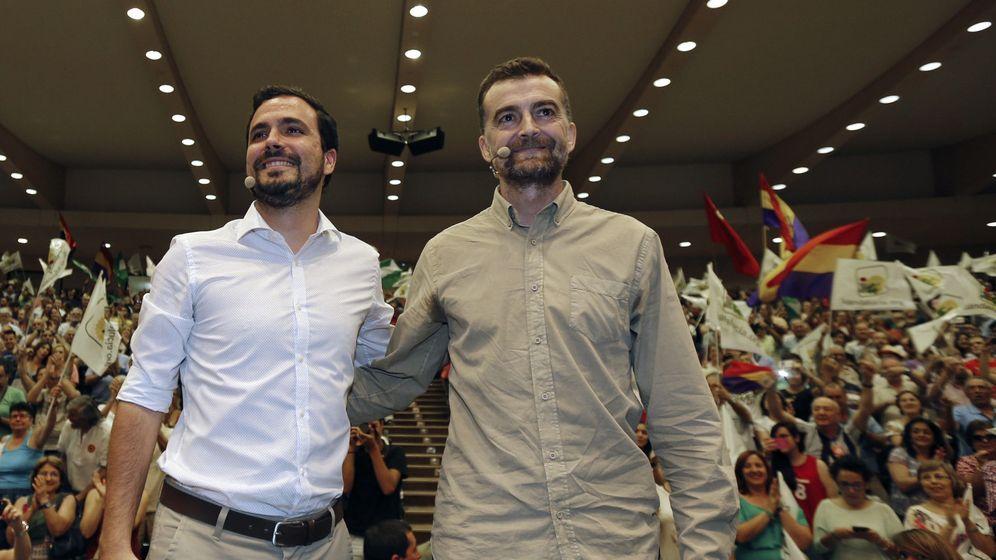 Foto: El coordinador general de IU y candidato al Congreso, Alberto Garzón, y el coordinador general de IU Andalucía, Antonio Maíllo. (EFE)