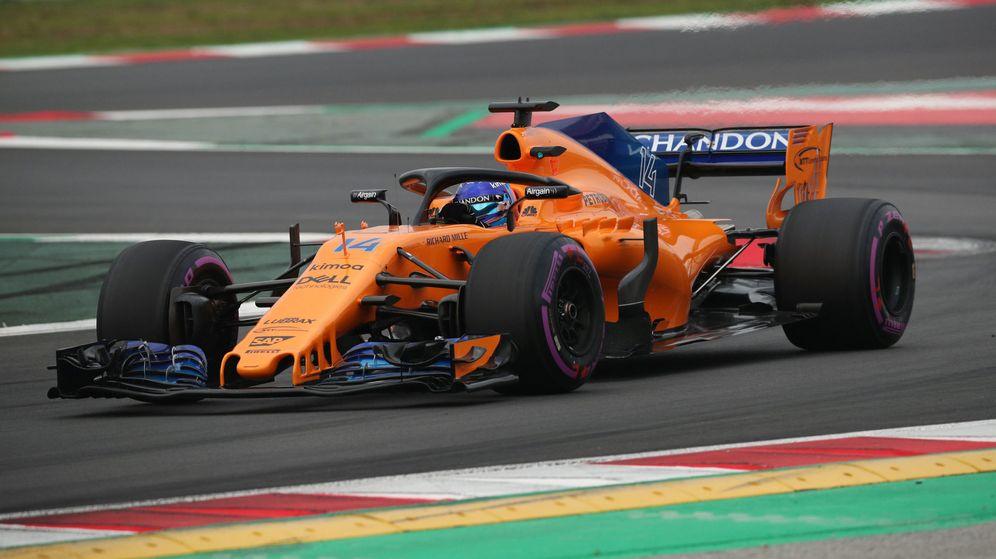 Foto: Fernando Alonso, al volante del McLaren en la primera jornada de test. (EFE)