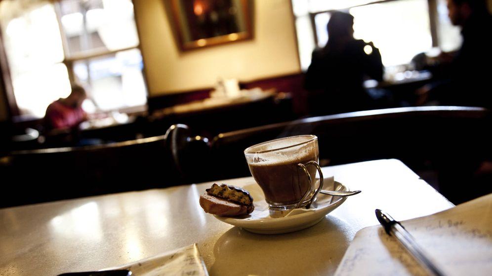 Foto: Cafetería Pepe Botella, en la plaza del Dos de Mayo de Madrid. (Corbis)