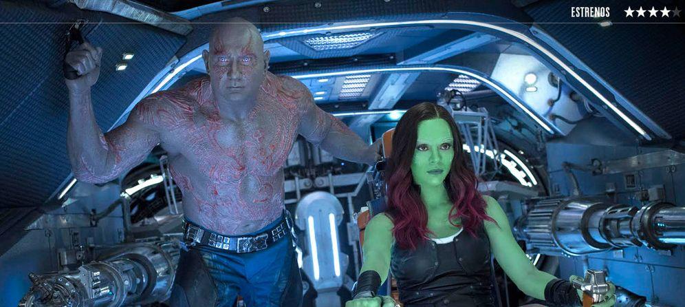 Foto: Dave Bautista y Zoe Saldana en un fotograma de 'Guardianes de la galaxia 2.'