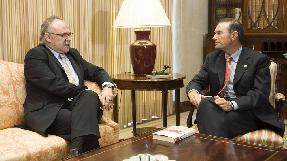 Foto: Ibarretxe, en una foto de archivo con Josep Lluis Carod-Rovira en 2008 (EFE)