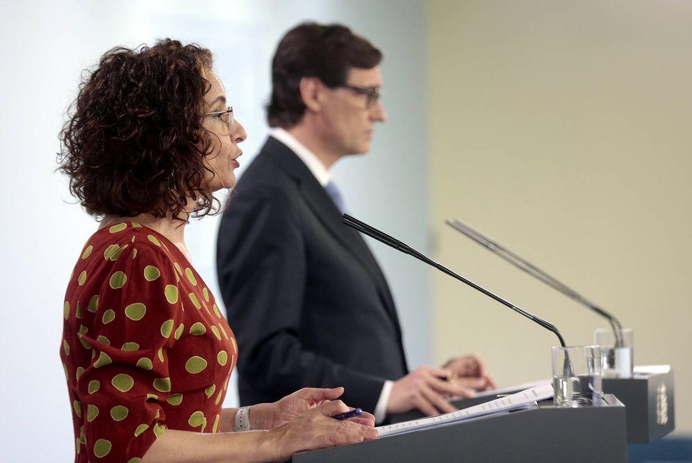 Foto: Los ministros María Jesús Montero y Salvador Illa, este 22 de mayo en la Moncloa. (JM Cuadrado | Moncloa)