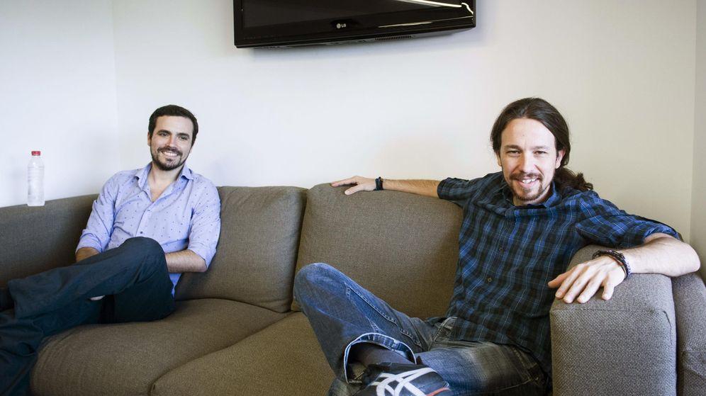 Foto: El secretario general de Podemos, Pablo Iglesias, y el candidato de IU a la Presidencia del Gobierno, Alberto Garzón. (Efe)