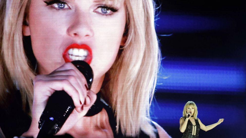 Taylor Swift lleva a juicio al locutor que la manoseó por debajo de su falda
