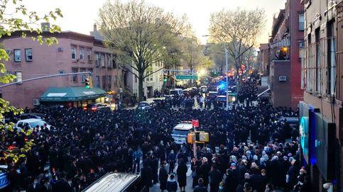El alcalde de NY dispersa personalmente un masivo funeral de judíos ultraortodoxos