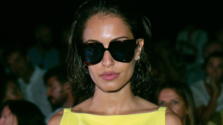 HIba Abouk con las mismas gafas en el desfile de Oliva. (Getty)