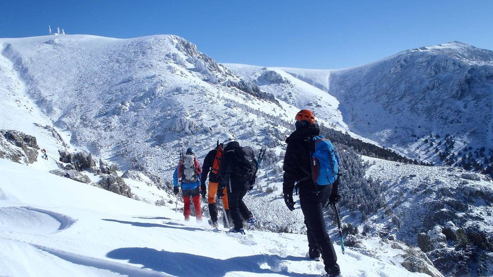 Actividades de nieve en Madrid: raquetas, alpinismo e iglús