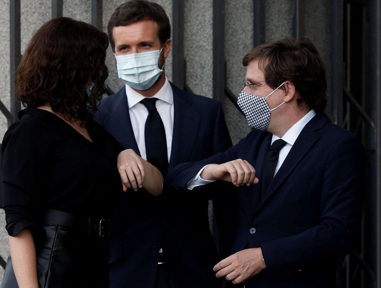 Ayuso siempre se adelantó: el PP de Madrid vuelve al cuerpo a cuerpo contra Sánchez