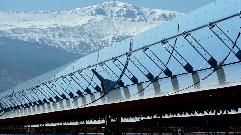 El nuevo Gobierno 'se come' su primer laudo contra España por los recortes renovables