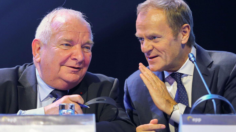 El expresidente del PPE Joseph Daul junto al recién nombrado Donald Tusk. (Reuters)