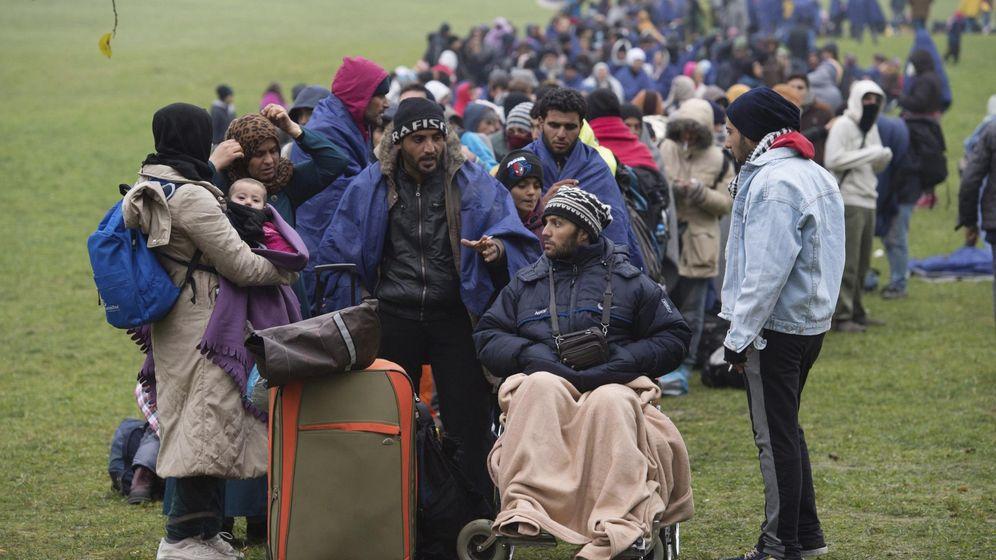 Foto: Refugiados en la frontera austriaca. (EFE)