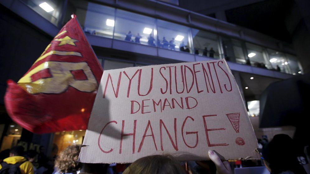 Foto: Estudiantes de EEUU se manifiestan frente a una universidad. (Reuters)