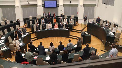 La ausencia de Aguirre eclipsa el pleno: No echamos de menos a la rana madre