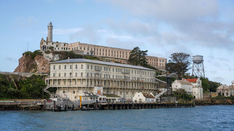 Italia quiere construir su propia prisión de Alcatraz frente a la ciudad de Nápoles