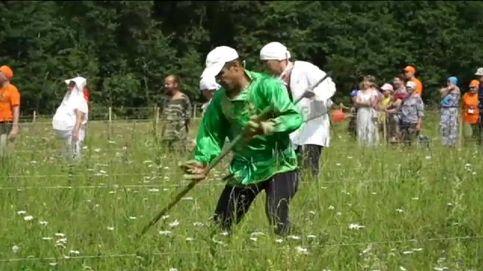 Curiosa competición de segadores en Rusia