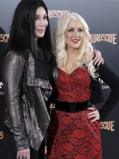 Foto: Cher y Christina Aguilera ponen una orden de alejamiento a los periodistas en su visita a Madrid