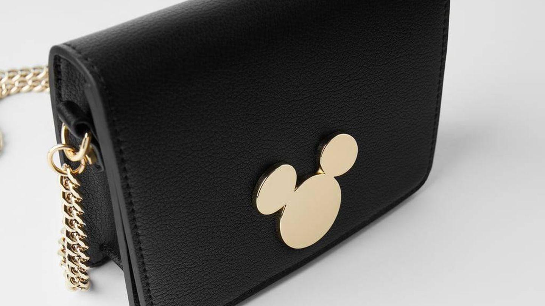 El bolso de Zara con hebilla de Mickey Mouse. (Cortesía)