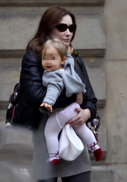 Bruni con su hija Giulia Sarkozy (I.C.)