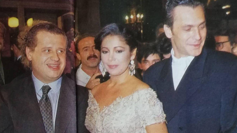 Pantoja con Juan Echanove y José Coronado durante el estreno.(Archivo)
