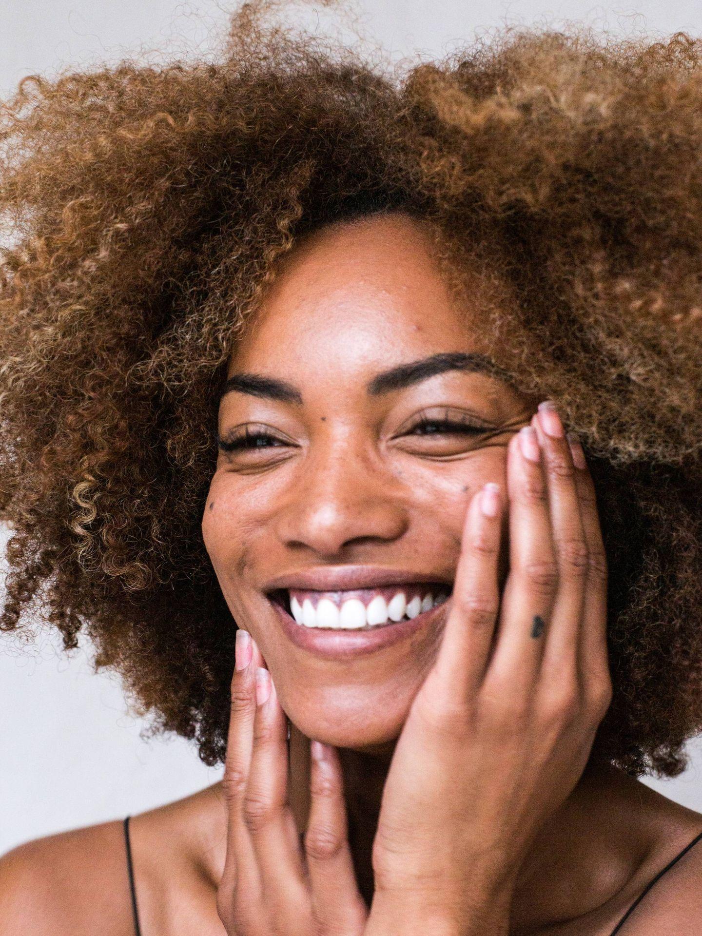 El acné adulto se suele desarrollar en la zona de las mejillas y de la mandíbula. (Park Street para Unsplash)