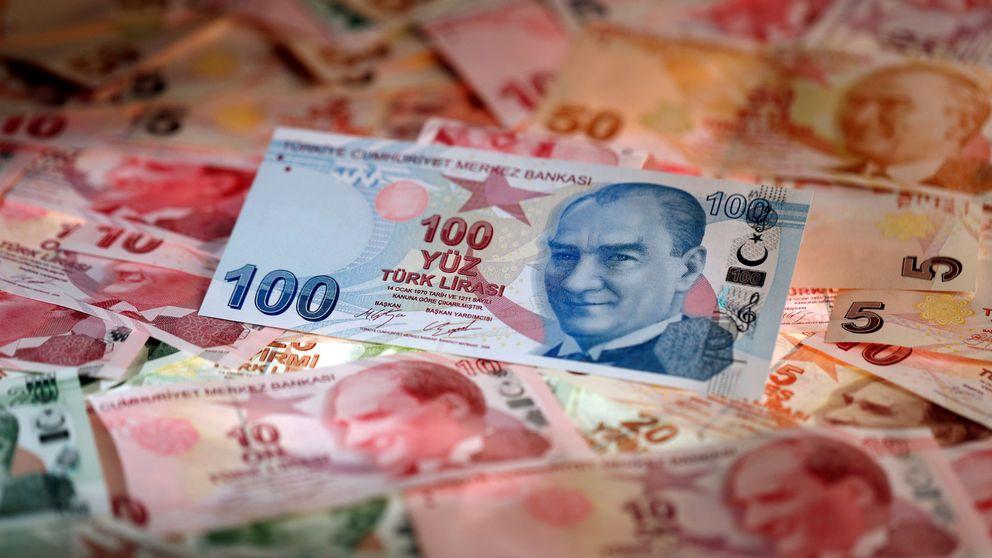 La lira turca extiende su desplome y contagia al resto de divisas emergentes