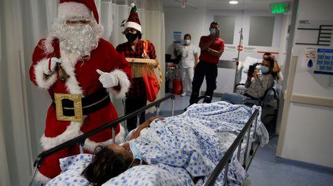 Santa Claus en una clínica médica y Navidades en la playa: el día en fotos