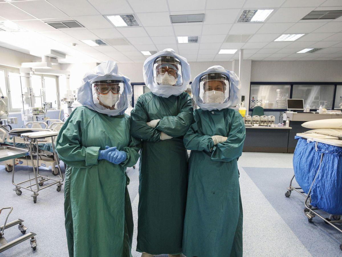 Foto: Trabajadores sanitarios en Roma. (EFE)