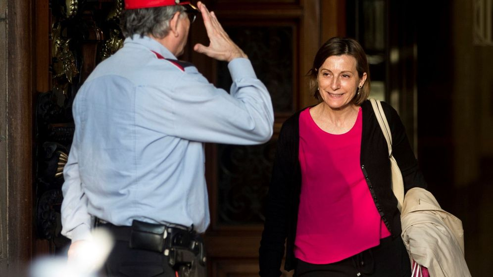 Foto: Carme Forcadell sale del Parlament. (EFE)