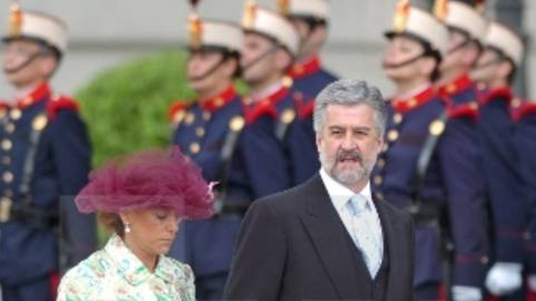 Manuel Marín y Carmen Ortiz, en la boda de los reyes Felipe y Letizia. (EFE)