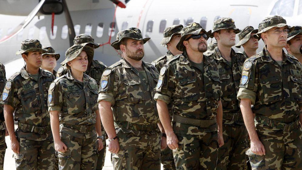 Foto: La presencia femenina en las Fuerzas Armadas aún es muy escasa (EFE/Sergio Barrenechea)