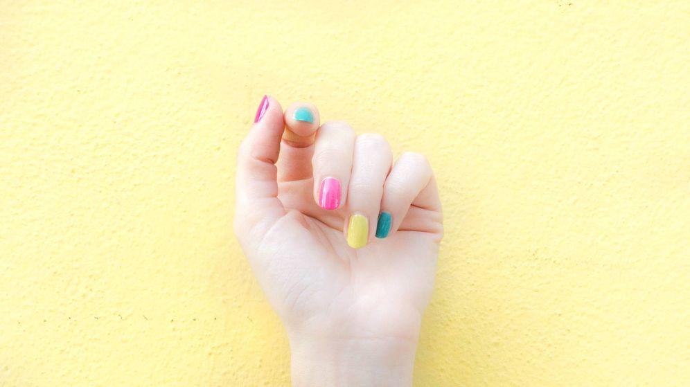 Foto: Maquillar las uñas con los colores del arcoíris está de moda entre las influencers. (Unsplash)