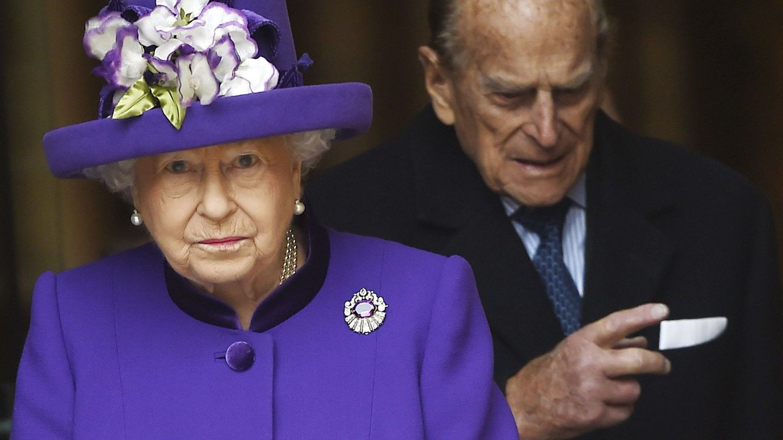 Isabel II y el duque de Edimburgo en una imagen de archivo. (EFE)
