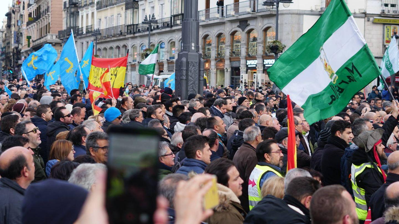 Los taxistas han tomado la Puerta del Sol. (M. MCloughlin)