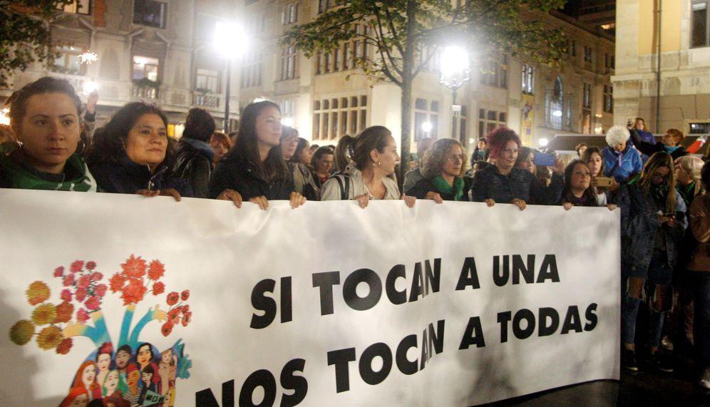 Foto: Concentración en protesta contra la violencia de género. (EFE)
