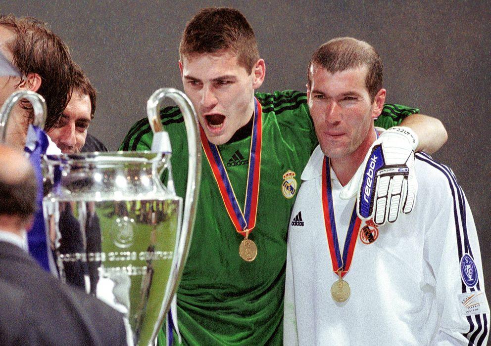 Foto: Casillas y Zidane, tras lograr la novena (Imago).