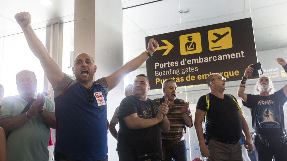 Foto: Fotografía de archivo de las protestas de los trabajadores de Eulen en el aeropuerto de Barcelona-El Prat. (EFE)