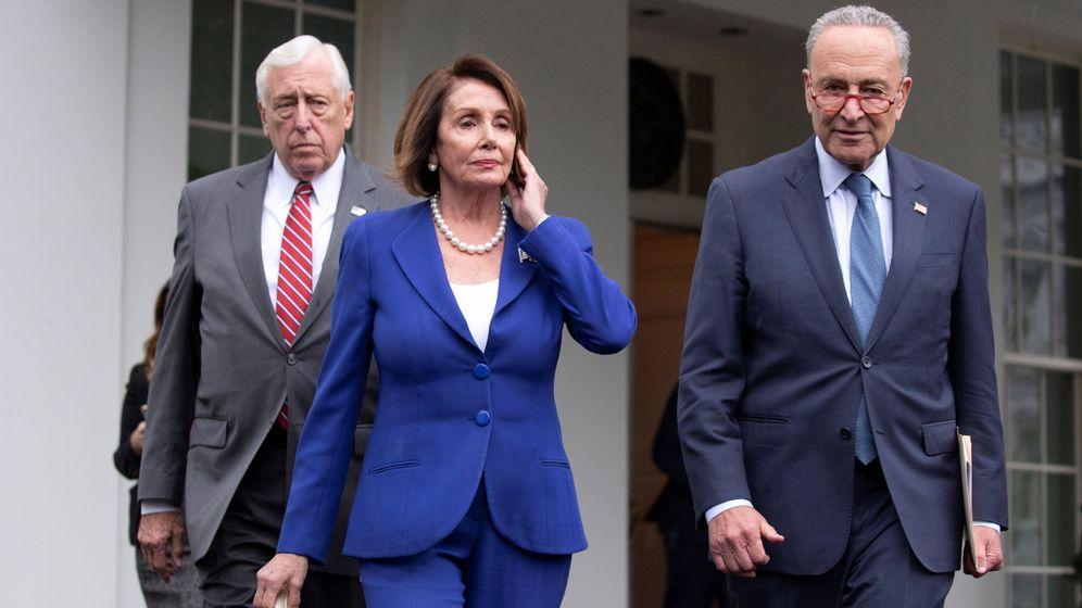 Foto: Pelosi (c) abandona la Casa Blanca. (EFE)